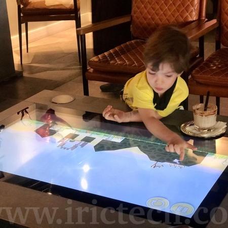 میز هوشمند در رستوران بین المللی ایندیگو