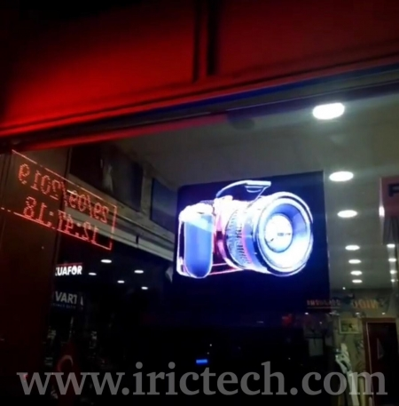 ویترین مجازی هوشمند با تکنولوژی هولوگرافی