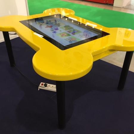 میز لمسی کودک با قابلیت استفاده همزمان چند کاربر